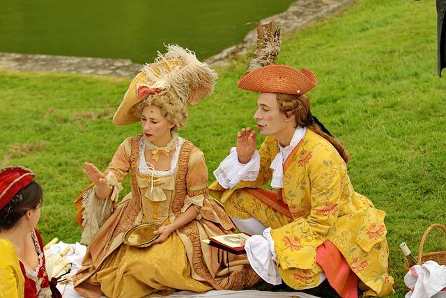 v barokních kostýmech