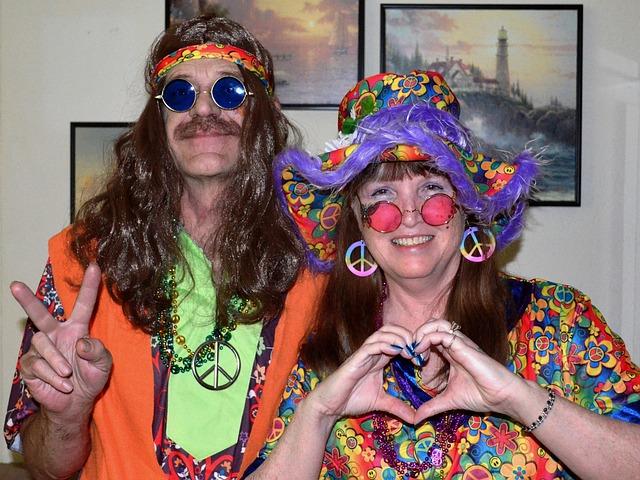 kostými hippies