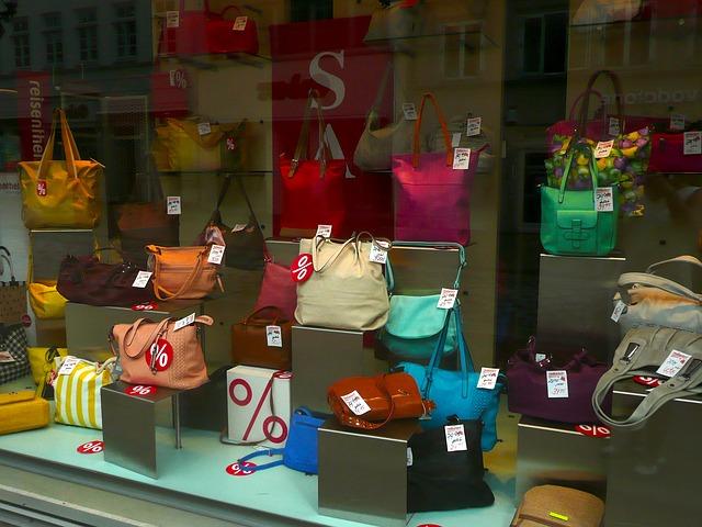kabelky ve výloze.jpg