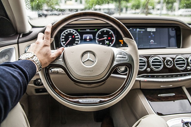držet volant